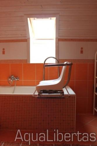 Sínes forgószék zuhanykabinokhoz és fürdőkádakhoz