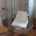 Drehstuhl / Dusche / Badewanne