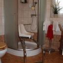 Schienendrehstuhl / Dusche / Badewanne